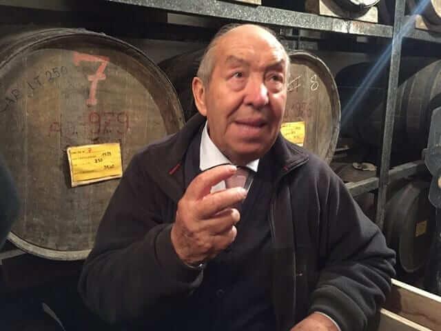 Luigi Barile e le botti di grappa